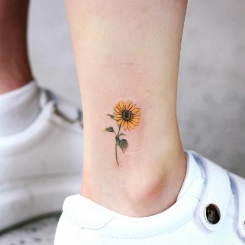 18 Small Meaningful Tattoos That Are Dainty AF